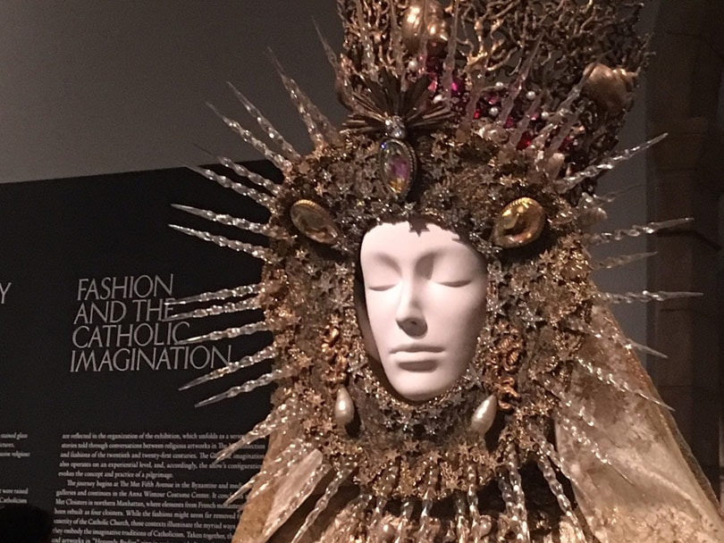 Kritik: Heavenly Bodies; Fashion and the Catholic Imagination